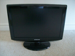 "Samsung 19"" Widescreen Television/Monitor - Mint Condition!"