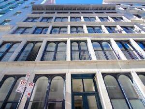 Vieux-Mtl: Condo Style loft avec 1 chambre semi-fermée 1750$/m
