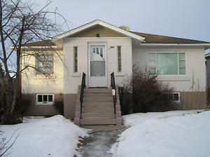 March 1 - Bright 2 Bdrm Main Floor (of house) in Tuxedo
