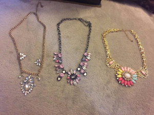 Necklaces, earings and bracelets