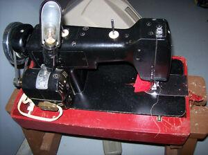 Portable sewing machine  NECCHI BU    Machine à coudre portative Gatineau Ottawa / Gatineau Area image 2