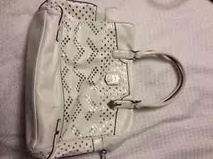 4 Guess Purses For Sale Oakville / Halton Region Toronto (GTA) image 2