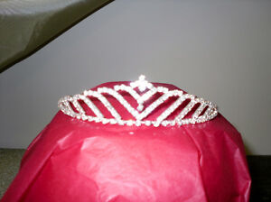 perfect TIARA for a prom or wedding