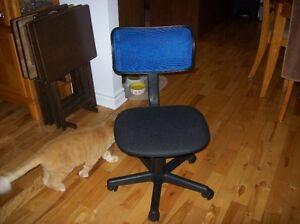 chaise d ordinateur acheter et vendre dans grand. Black Bedroom Furniture Sets. Home Design Ideas