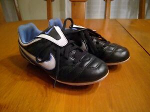 1Y Soccer Shoes - Black/White/Blue (Boy or Girls) Kitchener / Waterloo Kitchener Area image 1