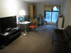 ROOM FOR RENT PER NIGHT. Downtown near Univ.Ottawa. 2 BEDS
