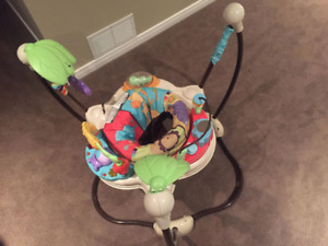 Fisher Price jumperoo in EUC - lights, sounds/music and toys