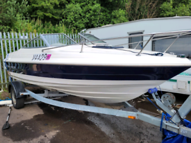 Bayliner capri speedboat