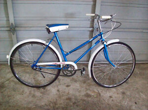 VINTAGE FEMALE 3 SPEED CRUISER ROAD BIKE