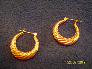 14K Gold Half Moon Swirl Hoop Earrings, Diameter 25mm