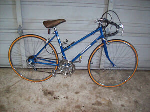VINTAGE LADIES 10 SPEED CRUISER ROAD BIKE
