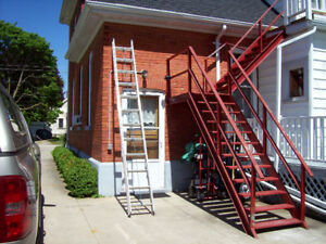 ALUMINUM EXTENSION LADDER 24 FT