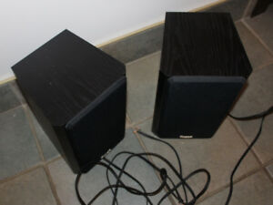 Axiom Stock M3V3 bookcase speakers, excellent condition