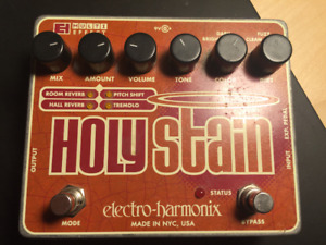 pedal HOLY STAIN effect - tremolo -reverb -pitch shift