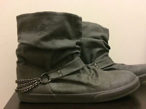 Size 9 Roxy Boots