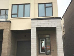 BRAND NEW 4BDRM LUXURY TOWN HOME IN THE HEART OF OAKVILLE