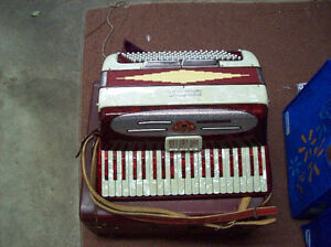 ACCORDION IN CASE