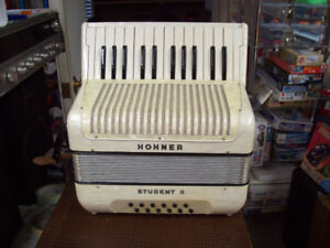 ACCORDION HOHNER STUDENT 2