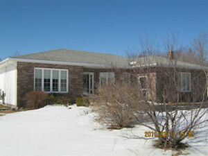 3 BEDROOM RANCH STYLE HOME IN PERFECT LOCATION!!