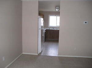 Spacious 3-b/r corner townhouse in Castledowns available Jul 15