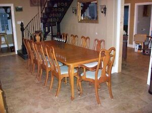 LARGE FAMILY SIZED CUSTOM OAK TABLE AND CHAIRS