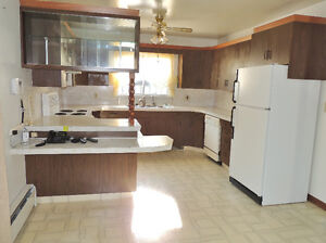 Gravelbourg House For Sale,  NEW  PRICE !!! Moose Jaw Regina Area image 4
