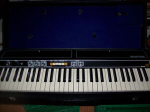 ROLAND EP-30 VINTAGE ELECTRONIC PIANO