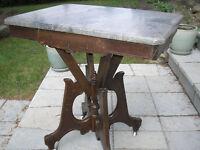 Table Victorienne avec dessus de marbre