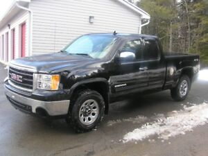 REDUCED REDUCED 2010 GMC Sierra 1500 Pickup Truck