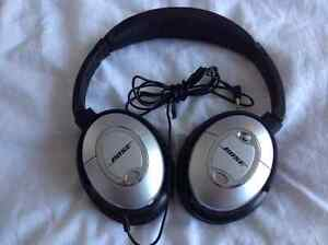BOSE QC2 HEADPHONES. MINT CONDITION.