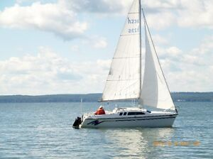 HUNTER 23.5' CABIN CRUISER SAIL BOAT FOR SALE  (PRICE REDUCED !)