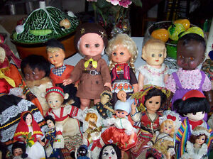 LARGE LOT OF VINTAGE & INTERNATIONAL DOLLS FROM AROUND THE WORD