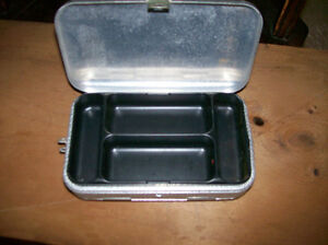 Umco Small Double Sided Aluminum Tackle Box Model P-9 Windsor Region Ontario image 4