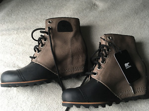 Ladies Sorel 1964 Black and Beige Wedge Boots - Gorgeous!!