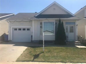 Great location! 4bed/2bath bungalow backing a beautiful park!