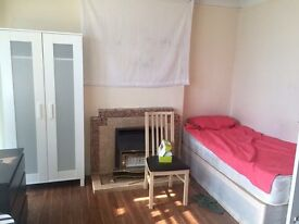 available from 12/11 double room in upton park10 minutes walk from station,150£pw