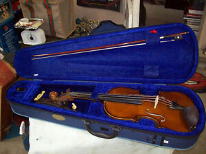 STENTOR VIOLIN WITH CASE