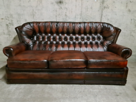 FREE DELIVERY 🚚 Ox blood red Chesterfield 3 seater sofa / couch / cha
