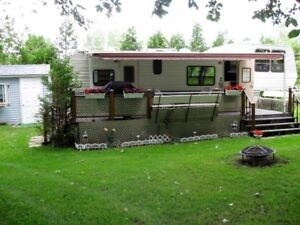 PROWLER DELUXE 32.5 ft. FIFTH WHEEL 1989- FOR SALE