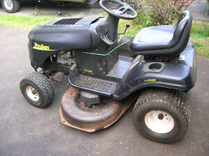 """42"""" 6 SPEED  POULAN RIDE ON LAWN TRACTOR"""