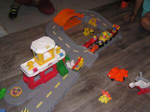 Aeroport station avec figurine & camion, etc. Comme neuf