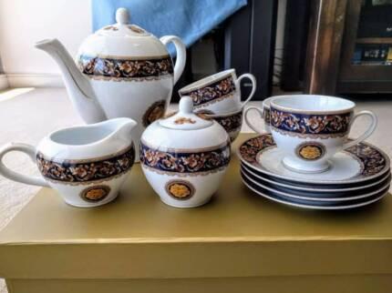 Brand new high tea set, incl teapot, teacups, milk jug and box