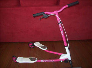 Y Fliker F1 Pink Scooter In Excellent Condition! Pink/White