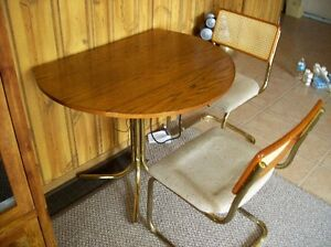 """36"""" Round Table with 2 chairs Windsor Region Ontario image 2"""
