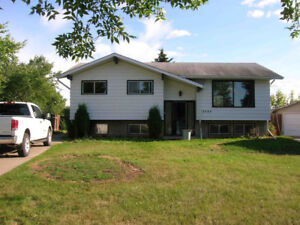 Great House in Fort Saskatchewan with basement suite and garage!