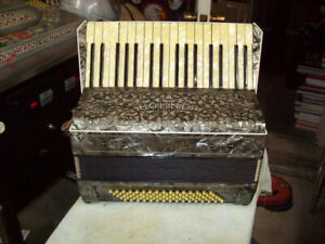 ACCORDION HOHNER VERY FANCY