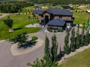 2 Storey Walk Out on 2 Acres!