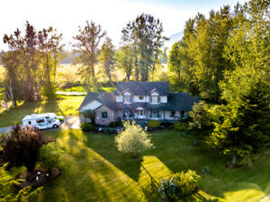 Chilliwack 11 Acres 5 bed/4 Ba Waterfront Property! 10285 Young