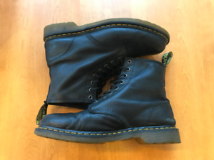 USED Dr Marten Boots