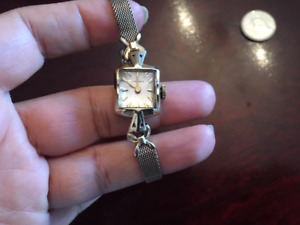 14K  SOLID Gold Vintage LONGINES Watch with